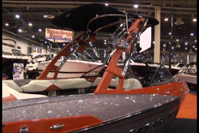 SMG Wake – 2014 Houston Boat Show