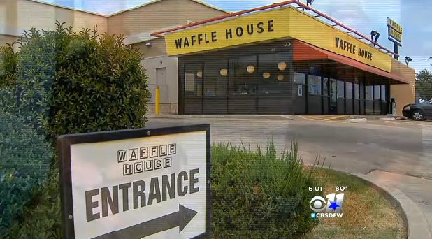 Texas state trooper asked to leave Waffle House because he had a gun (VIDEO)