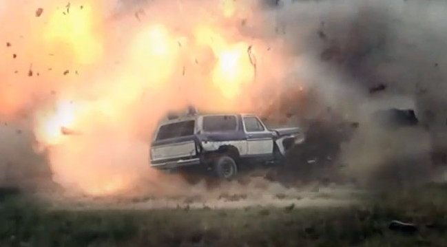 30 lbs of Tannerite vs 70's Bronco