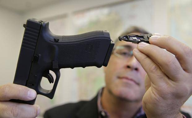41177_01_police_officers_in_california_texas_testing_networked_guns
