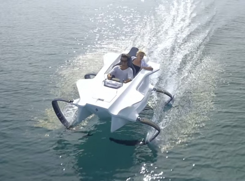 outdoorhub-video-fish-futuristic-watercraft-2014-12-03_21-55-42-800x592