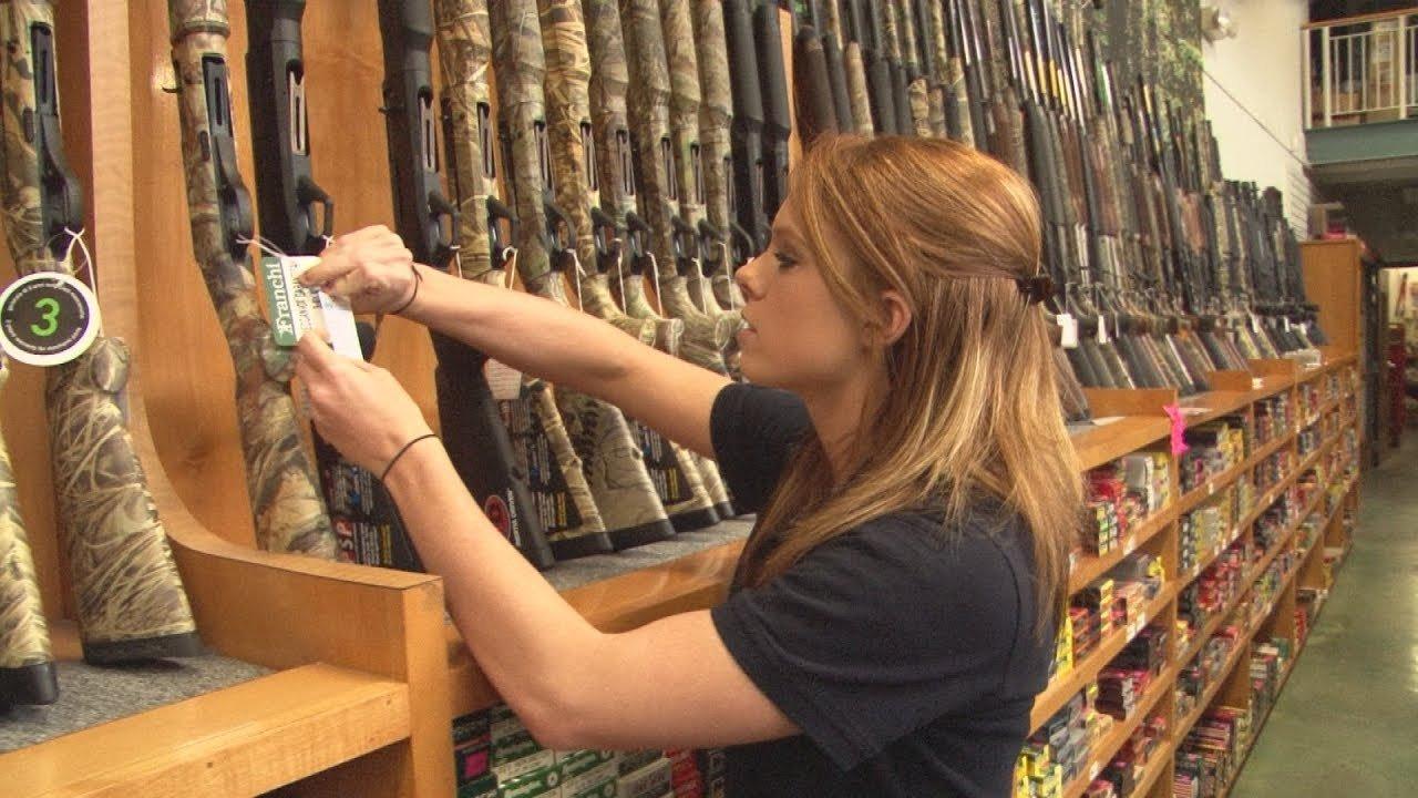 British Fieldsports Channel Host Experiences American Gun Shops (VIDEO)