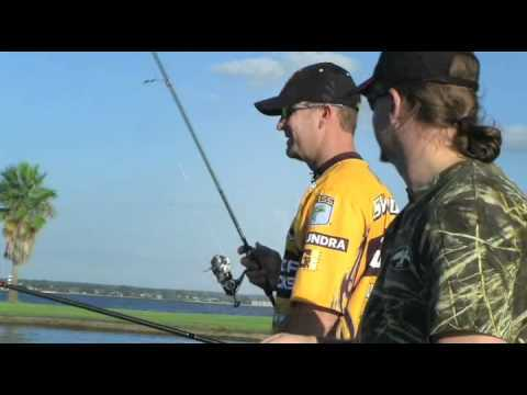 Proper frog fishing etiquette (video)