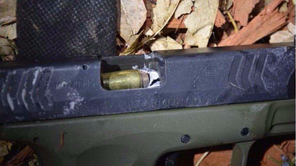 Deputy Disables Thug's Gun by Shooting Down the Barrel
